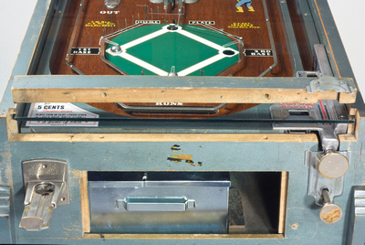 Playfield glass and lock down bar